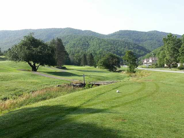 Willow creek golf course in boone for Lodge at willow creek
